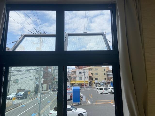 6つの天窓にて換気